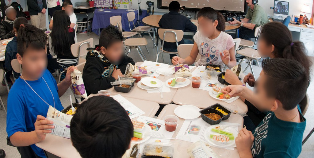 manifiesto contra el cierre de comedores escolares en alicante