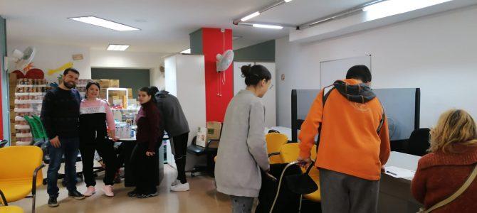 Colaboramos con la Associaciò d'Ajuda a la Dona (ADDA) en el reparto de alimentos
