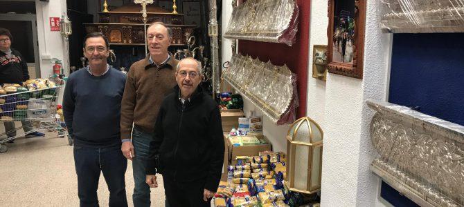 Donación de alimentos de la Hermanad de la Santa Cena